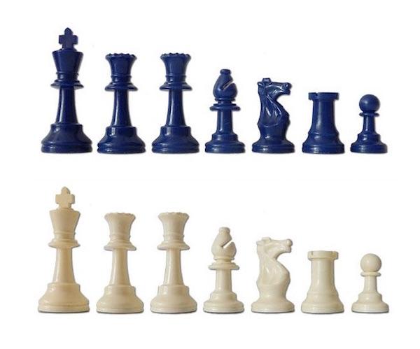 Χρωματιστά πλαστικά σέτ για σκάκι
