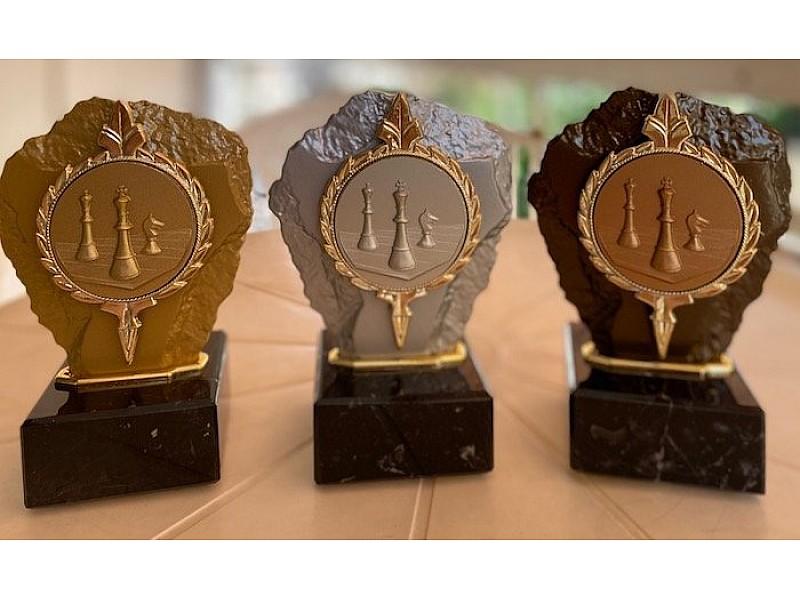 Τριάδα επάθλων βράβευσης Deluxe βραβείων με μαρμάρινη βάση -Χρωματισμός: Χρυσό - ασημένιο - χάλκινο