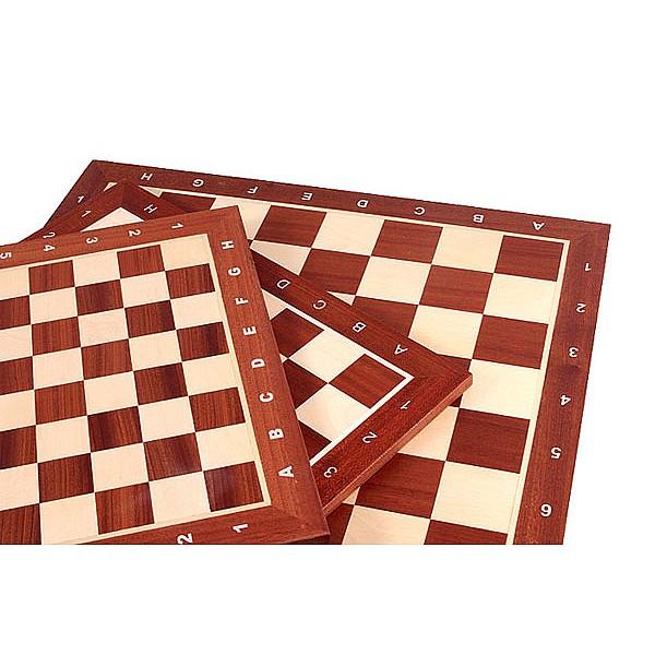 Σκακιέρες σε ξύλινη πλακέτα