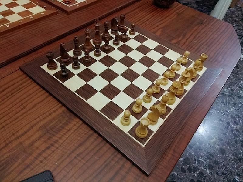 Σκακιέρα σε πλακέτα Βέγγε 2458