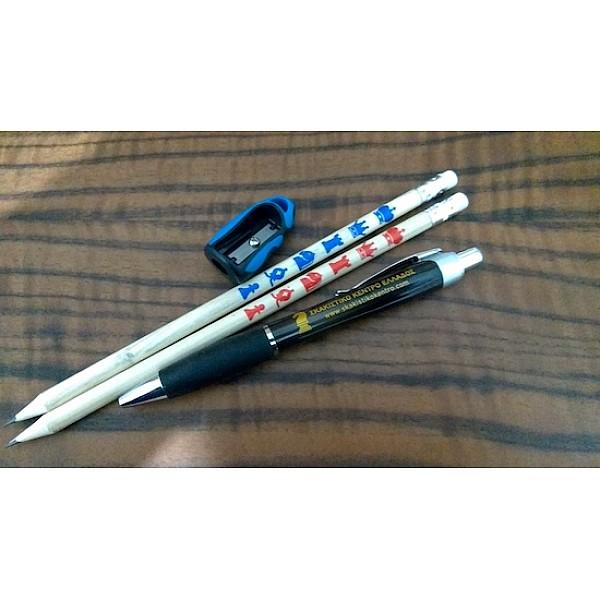 Σετ δύο ξύλινα μολύβια + μαύρο στυλό + μπλέ ξύστρα