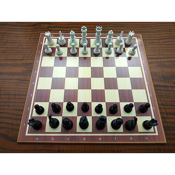 Ξύλινη σκακιέρα 40 Χ 40 εκ. μαζί με πλαστικά πιόνια και πουγκί φύλαξης