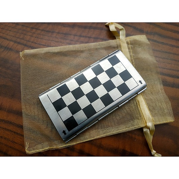 Μαγνητικό σκάκι αλουμινίου με τάπες