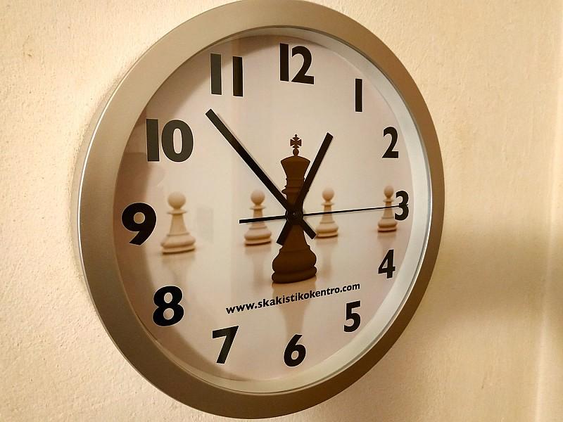 Ρολόι τοίχου με θέμα σκάκι , διάμετρος 30 εκ.