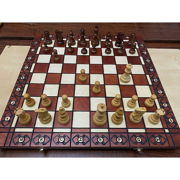 Σκακιέρα ξύλινη Αmbassador 52 Χ 52 εκ. με πιόνια American Staunton με βάρος και ύψος βασιλιά 9.8 εκ,