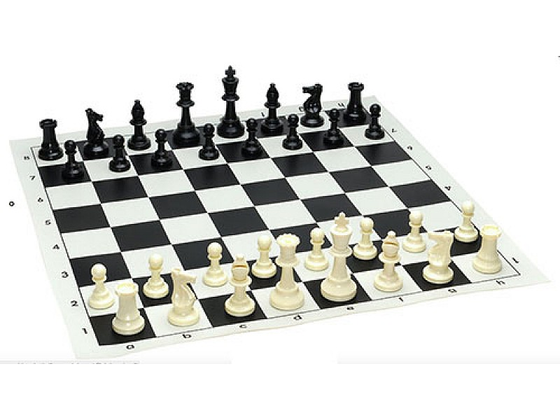 Σκακιέρα βινυλίου μαύρη  50 Χ 50 μαζί με πλαστικά πιόνια (χωρίς βάρος)  με ύψος βασιλιά 9.5 εκ.