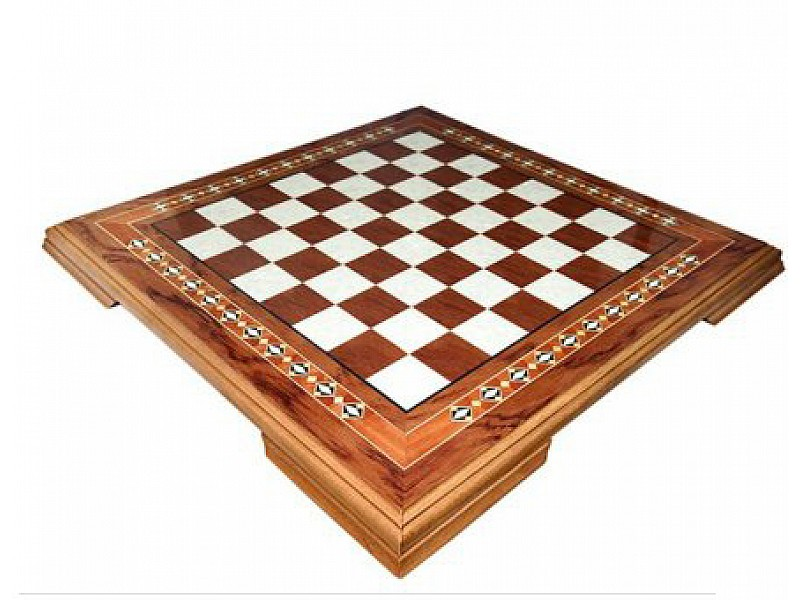 Ξύλινη σκακιέρα με καλλιτεχνική βάση με διάσταση 48 Χ 48 εκ.