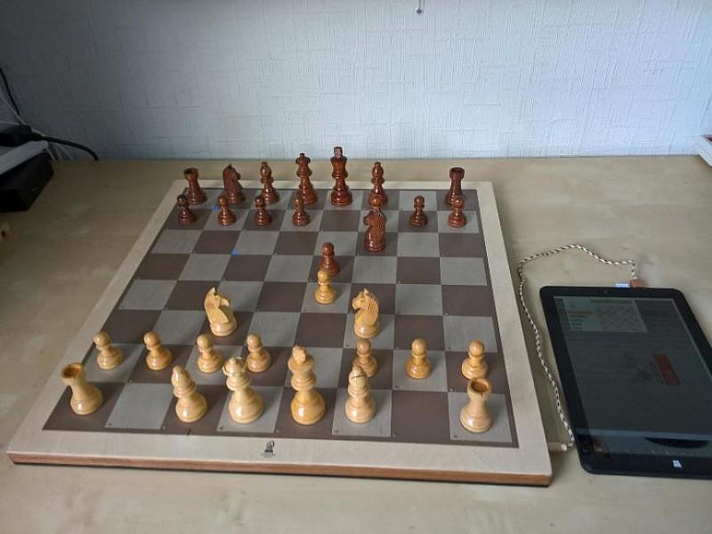 Ηλεκτρονική σκακιέρα Certabo IDA 50 X 50 εκ. και διάσταση καρέ 5.5 εκ.