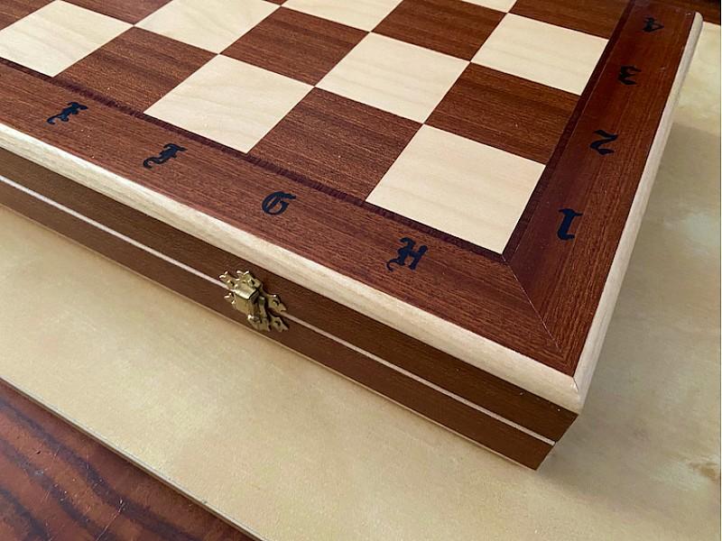 Σκακιέρα ξύλινη Casa  με θήκες  49 Χ 49 εκ. με πιόνια American Staunton με βάρος και ύψος βασιλιά καφέ 9.8 εκ,