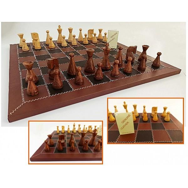 Δερμάτινη καφέ σκακιέρα 53 Χ 53 εκ με ξύλινα πιόνια