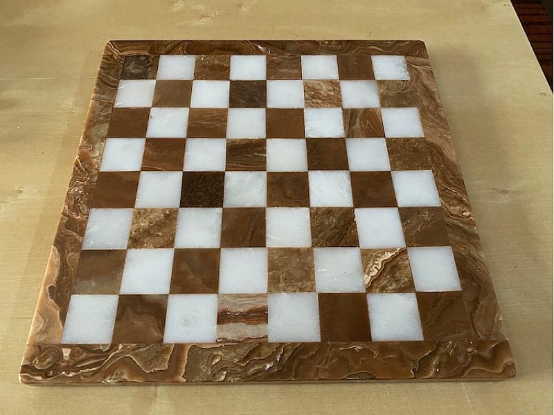 Σκακιέρα από όνυχα  28 Χ 28 εκ. και μεταλλικό σέτ με θέμα αρχαία ρώμη