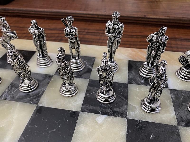 Σκακιέρα από όνυχα  38 Χ 38 εκ. (Χρωματισμός: μελί - μαύρο)