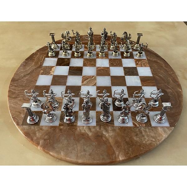 Σκακιέρα από όνυχα στρογγυλή με διάμετρο 35 εκ και μεταλλικό σέτ με θέμα αρχαία Ελλάδα