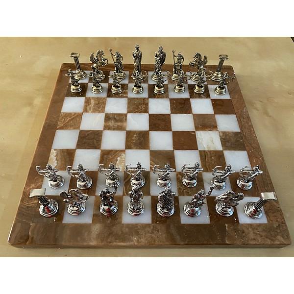 Σκακιέρα από όνυχα  28 Χ 28 εκ. και μεταλλικό σέτ με θέμα αρχαία Ελλάδα