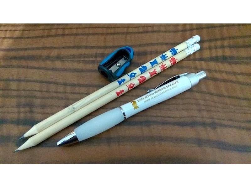 Σετ δύο ξύλινα μολύβια + λευκό στυλό + μπλε ξύστρα