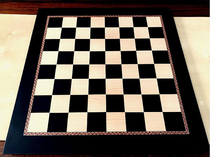 Σκακιέρα ξύλινα σε πλακέτα 50 Χ 50 εκ με μπορντούρα και καρέ τετραγώνου 5.1 εκ