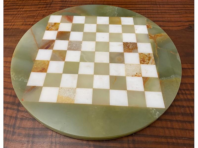 Σκακιέρα από όνυχα στρογγυλή (πράσινη) με διάμετρο 35 εκ και μεταλλικό σέτ με θέμα αρχαία Ελλάδα
