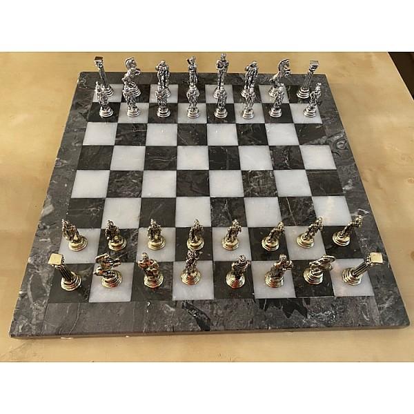 Σκακιέρα από όνυχα  38 Χ 38 εκ. και μεταλλικό σέτ με θέμα αρχαία Ελλάδα